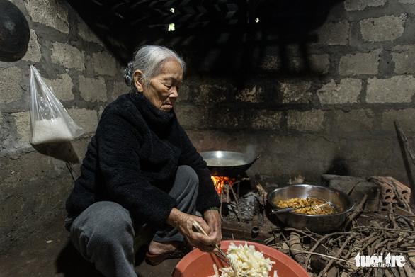 'Poor man's candy' recipe sparks off Tet holiday spirit in Vietnam