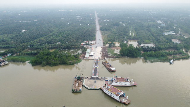 Ferry service put into operation to ease congestion on major bridge in Vietnam's Mekong Delta
