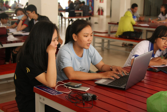 Hanoi students take early Tet holiday as universities beef up anti-pandemic measures
