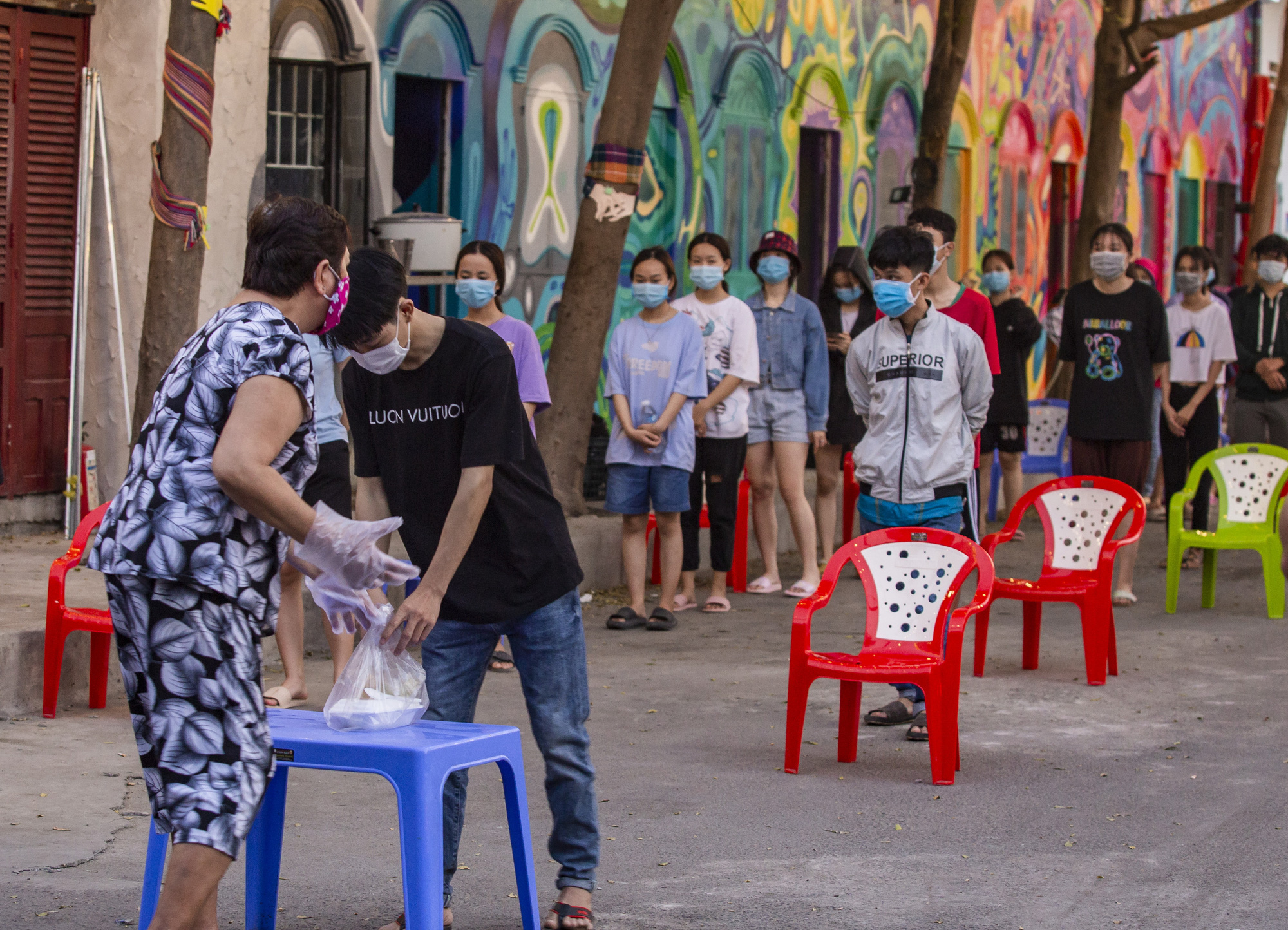 10,000 people quarantined for 15 days over one COVID-19 case in Vietnam