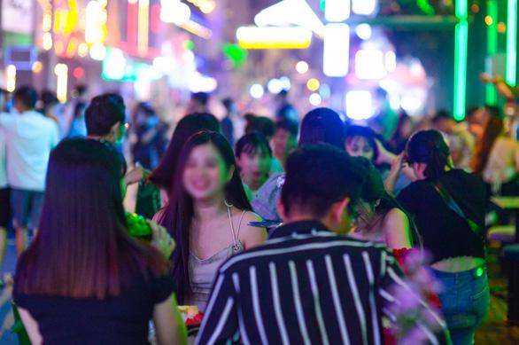 Saigon shuts down bars, karaoke parlors again as COVID-19 infections jump
