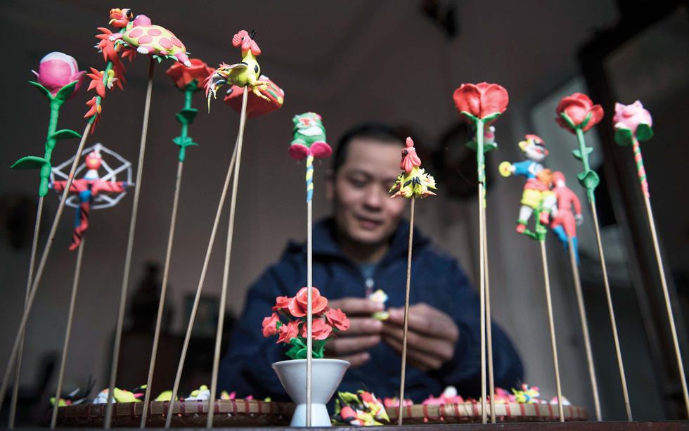 Hanoi craftsman makes toy figurine art close to kids' hearts