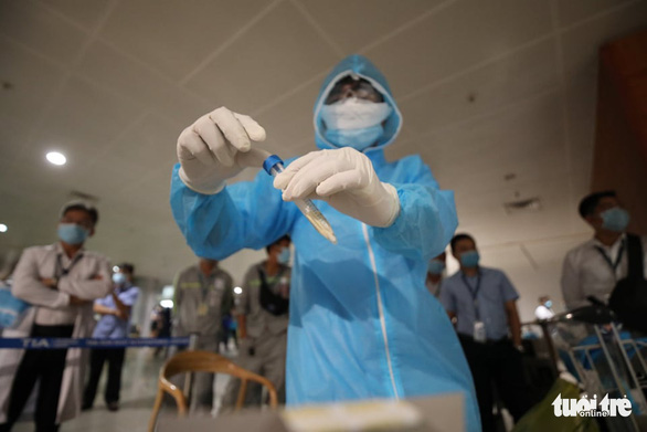 Ho Chi Minh City conducts random tests on airline passengers from virus-hit areas
