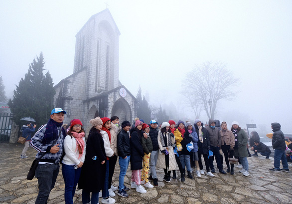 Northern Vietnam suffers lingering cold, drizzles