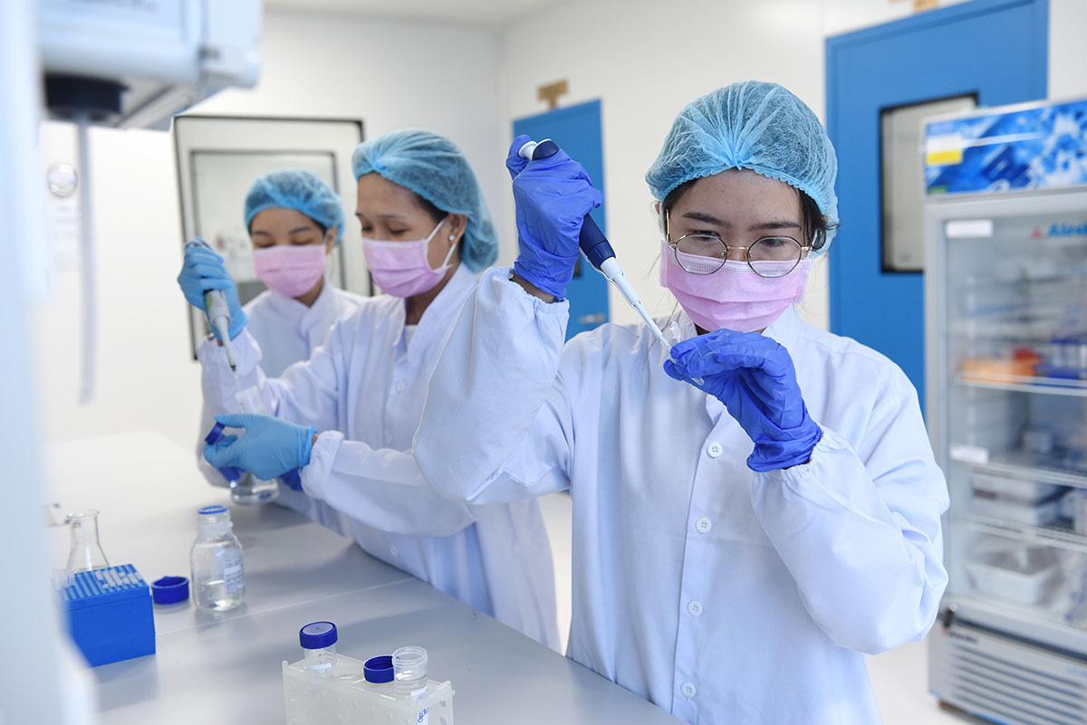 Vietnam to receive first batch of COVID-19 vaccine shots at end of month