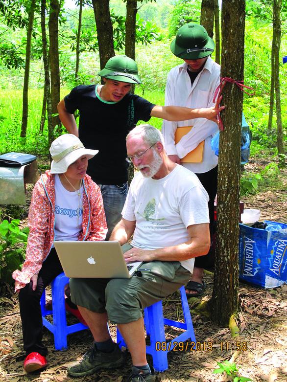 Canadian professor on tireless quest to develop Vietnam's beekeeping industry