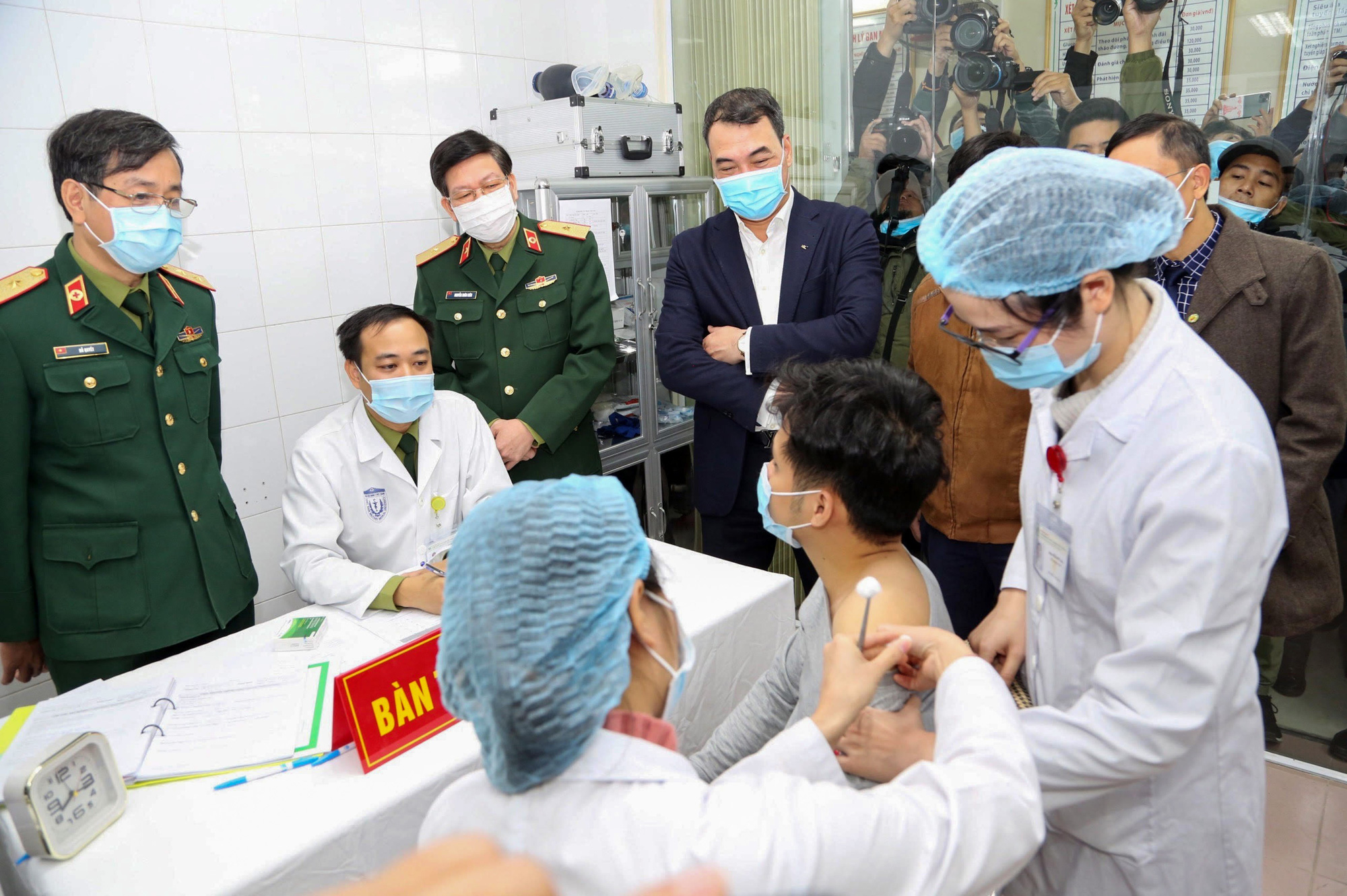 Vietnam's health ministry lists target groups for upcoming COVID-19 vaccination