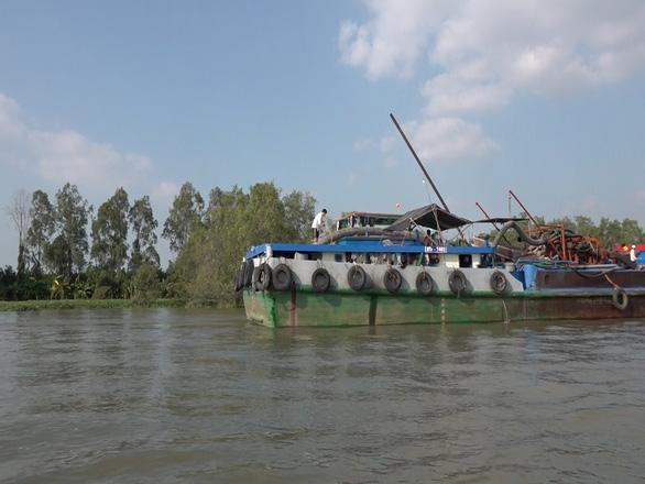 Massive boats dredge sand, threaten erosion on rivers in Vietnam's Mekong Delta