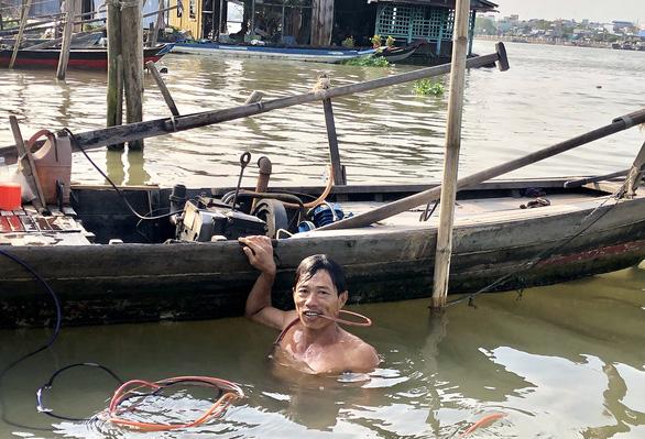 Vietnamese fisherman scoops 'heaven's fortune' from bottom of Mekong Delta river