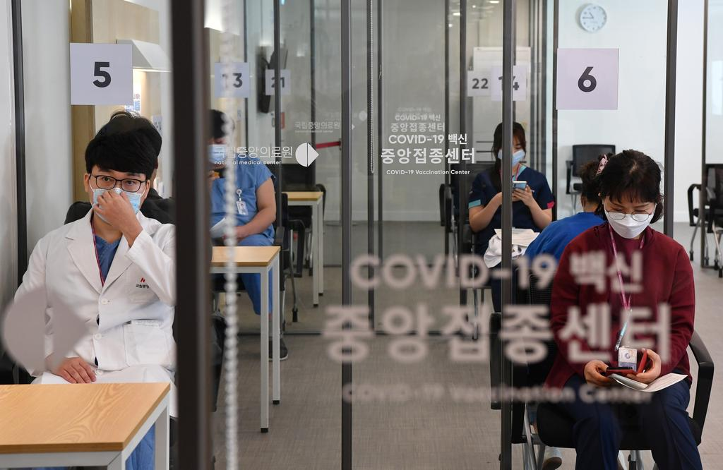 South Korea vaccinates 18,000 to start ambitious COVID-19 campaign