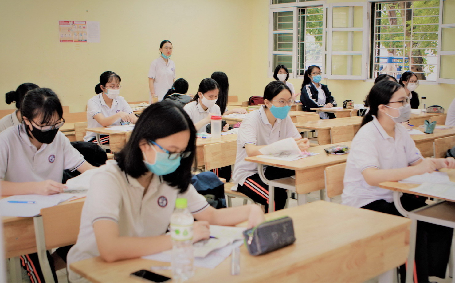 Hanoi allows students to return to school next month