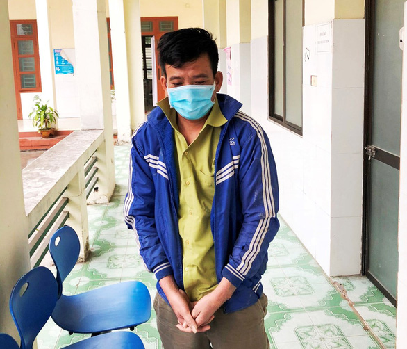 Man swims out of coronavirus-hit Vietnamese province using foam float