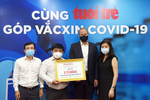 First foreign firm donates VND3 billion to Tuoi Tre's coronavirus vaccination initiative