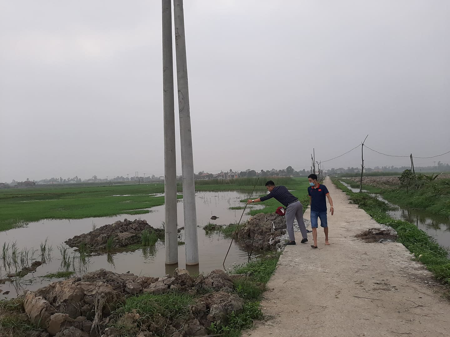 Vietnamese siblings drown after falling into pit at utility pole construction site