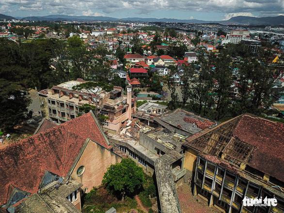 2 killed in collapse of Da Lat abandoned monastery's rain gutter