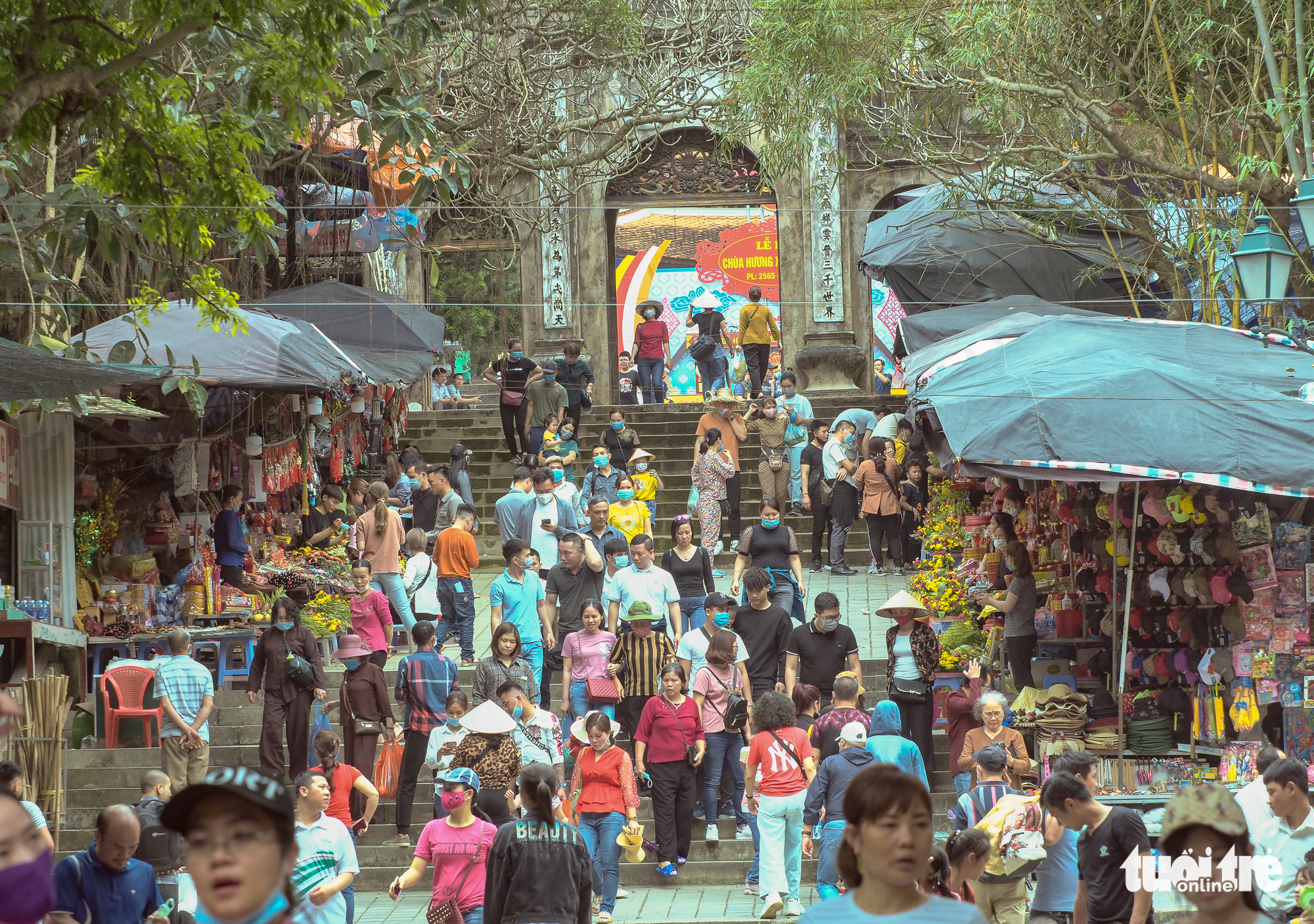 Visitors crowd Huong Pagoda Festival in Hanoi without face masks
