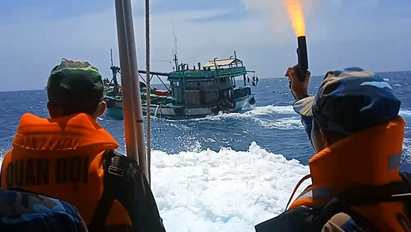 Vietnam border guards catch ship smuggling diesel in 40-minute chase with gunfire