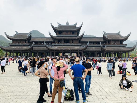 Coronavirus transmission looms at Vietnam's largest Buddhistcompound crammed with pilgrims