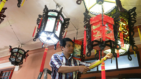 Lantern artisan devotes life to reviving long lost craft in Vietnam's Hue City