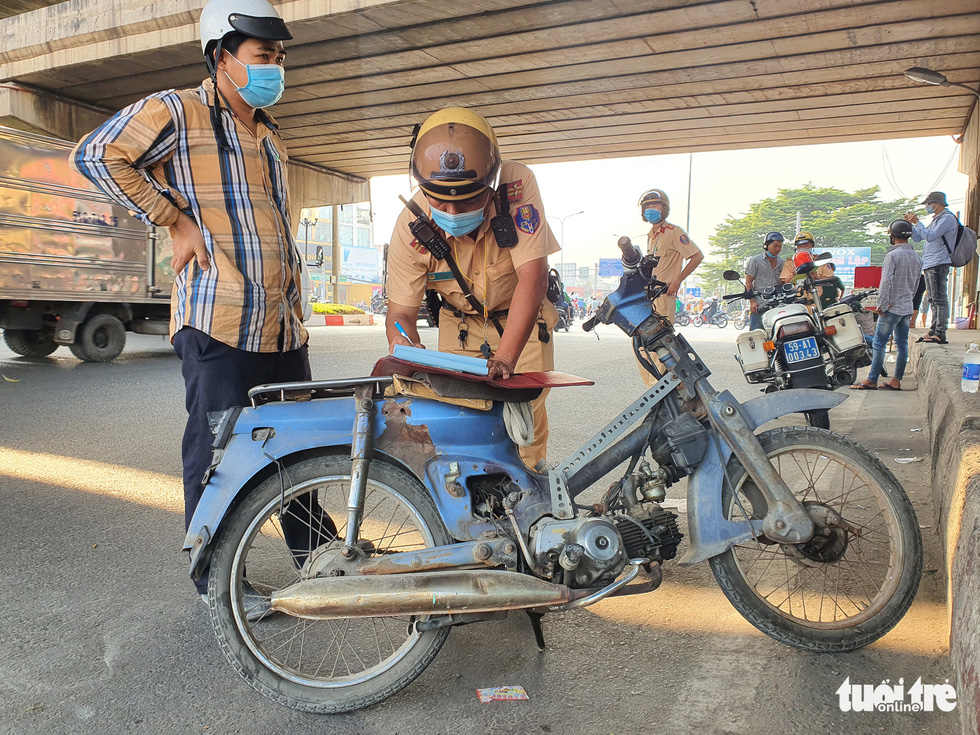 Ho Chi Minh City police crack down on dilapidated motorbikes, DUI drivers