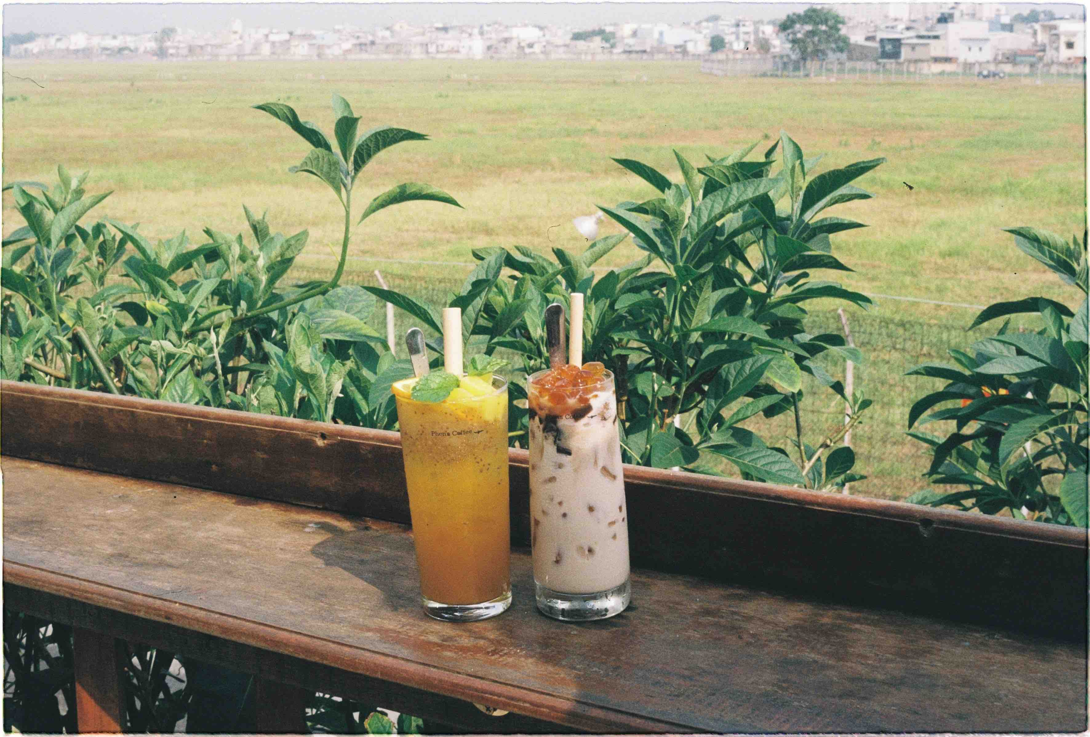 Drinks being being served at Phen's Café. Photo: Linh To / Tuoi Tre