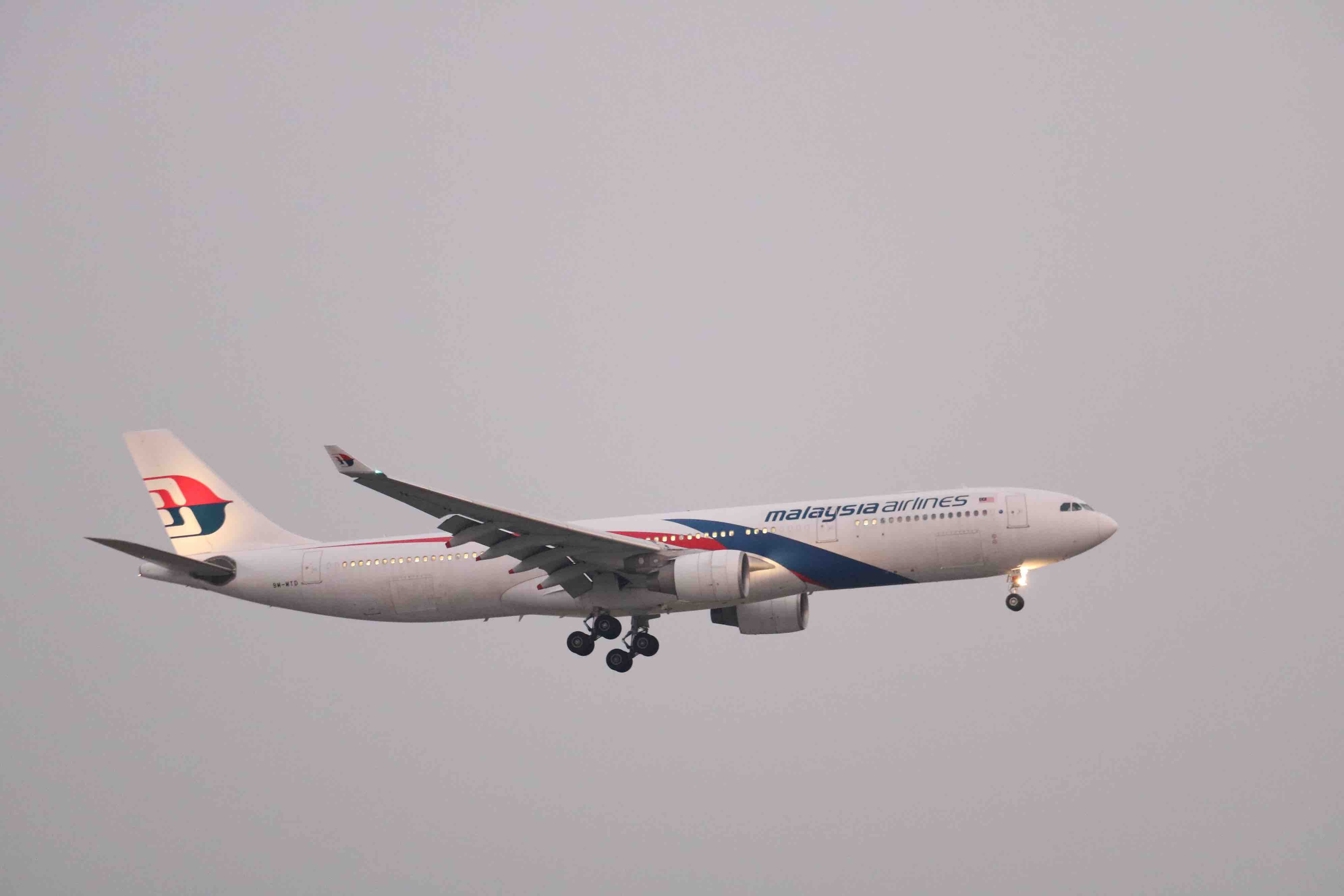 A Malaysia Airlines plane is seen from Ngam May Bay café in Go Vap District, Ho Chi Minh City. Photo: Hoang An / Tuoi Tre