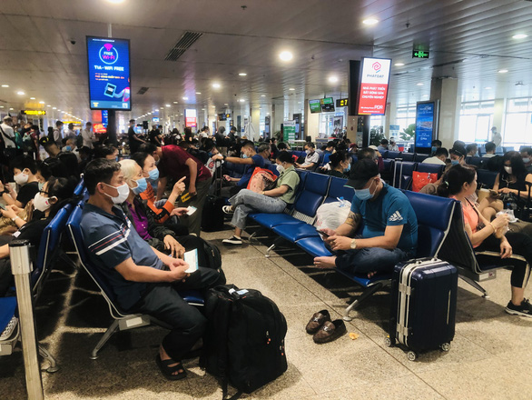 Domestic air fares rise as back-to-back holidays near in Vietnam