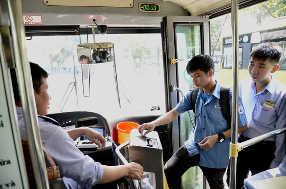 Ho Chi Minh City extends trial of smart bus cards by another year