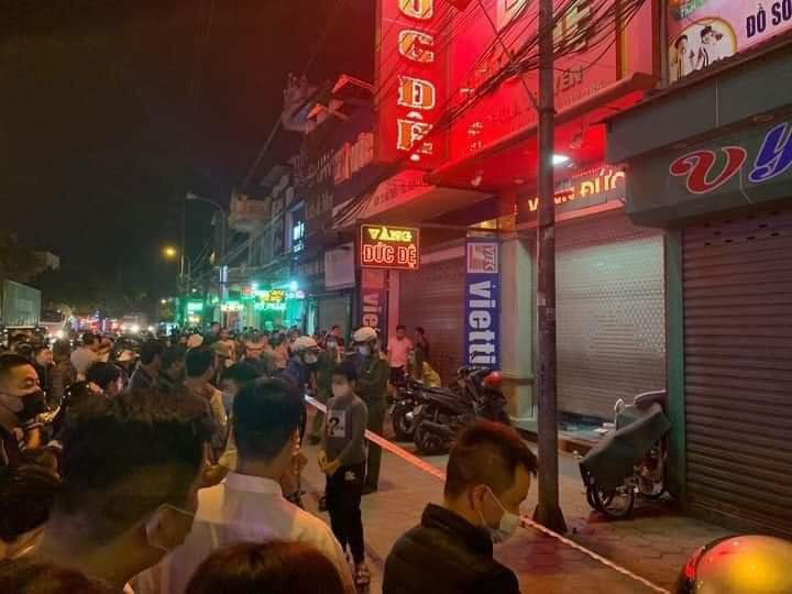 Police officers seal off Duc De gold shop in order to carry out their investigation, Hai Phong City, Vietnam, March 17, 2021. Photo: Hai Phong / Tuoi Tre