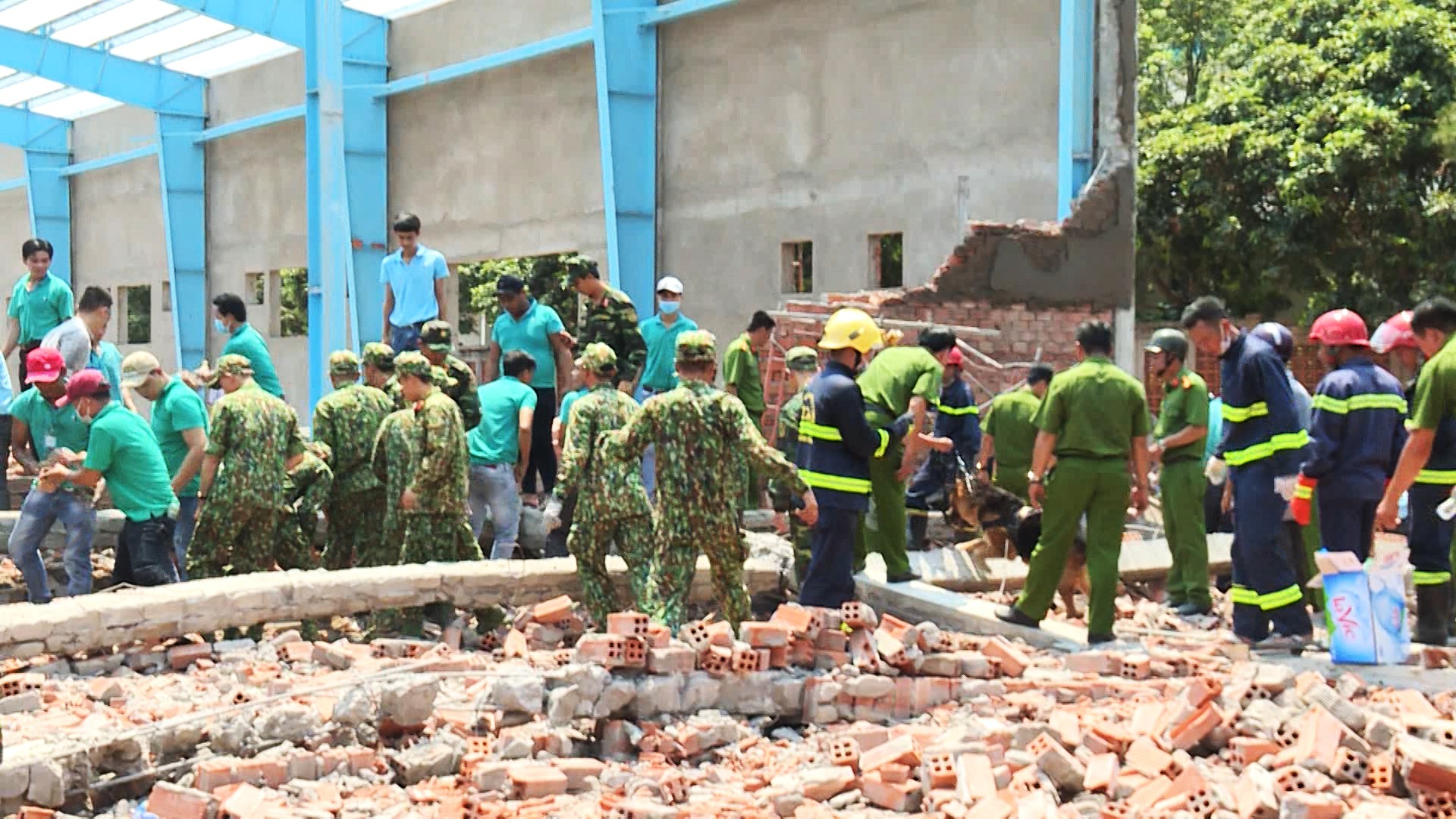 Defendants given suspended sentences over fatal construction wall collapse in Vietnam