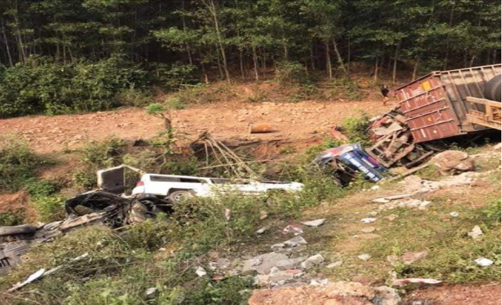 A car is knocked off the road after being hit by a tractor-trailer in Quang Tri Province, Vietnam, March 20, 2021. Photo: Vietnam News Agency