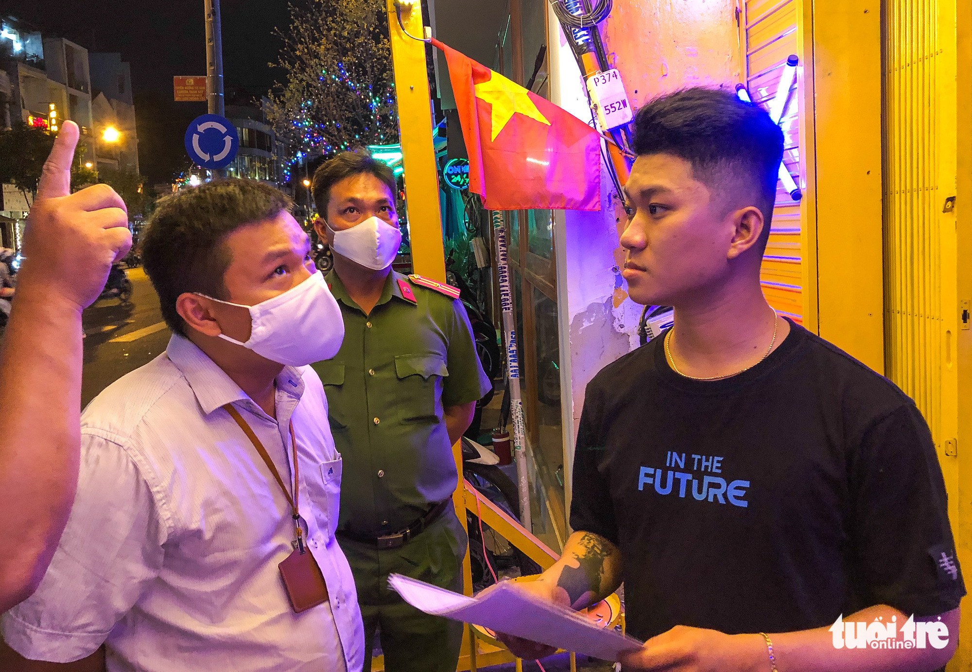 Stores on Bui Vien Street in Saigon committed to reducing noise