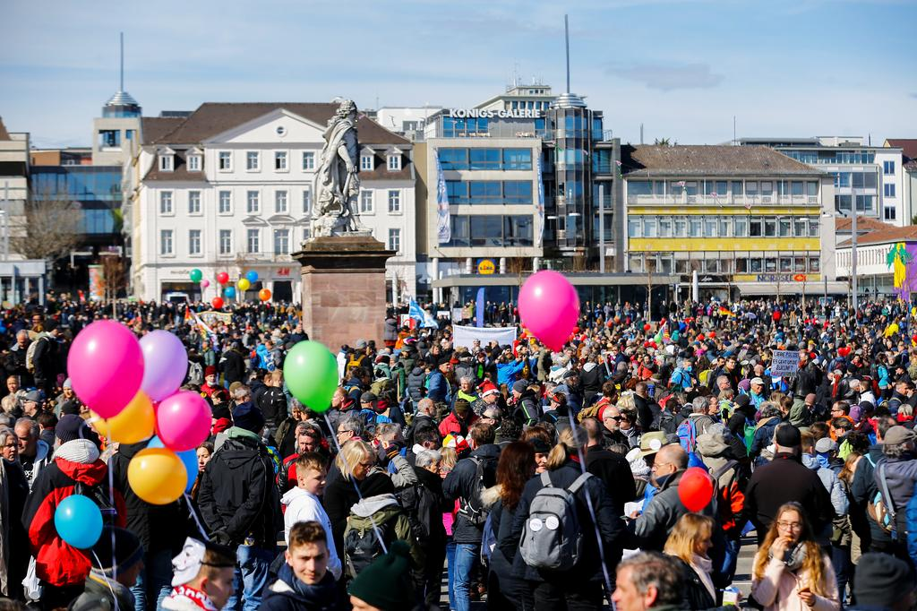 Demonstrators attend a protest against the government's coronavirus disease (COVID-19) restrictions in Kassel, Germany March 20, 2021. Photo: Reuters