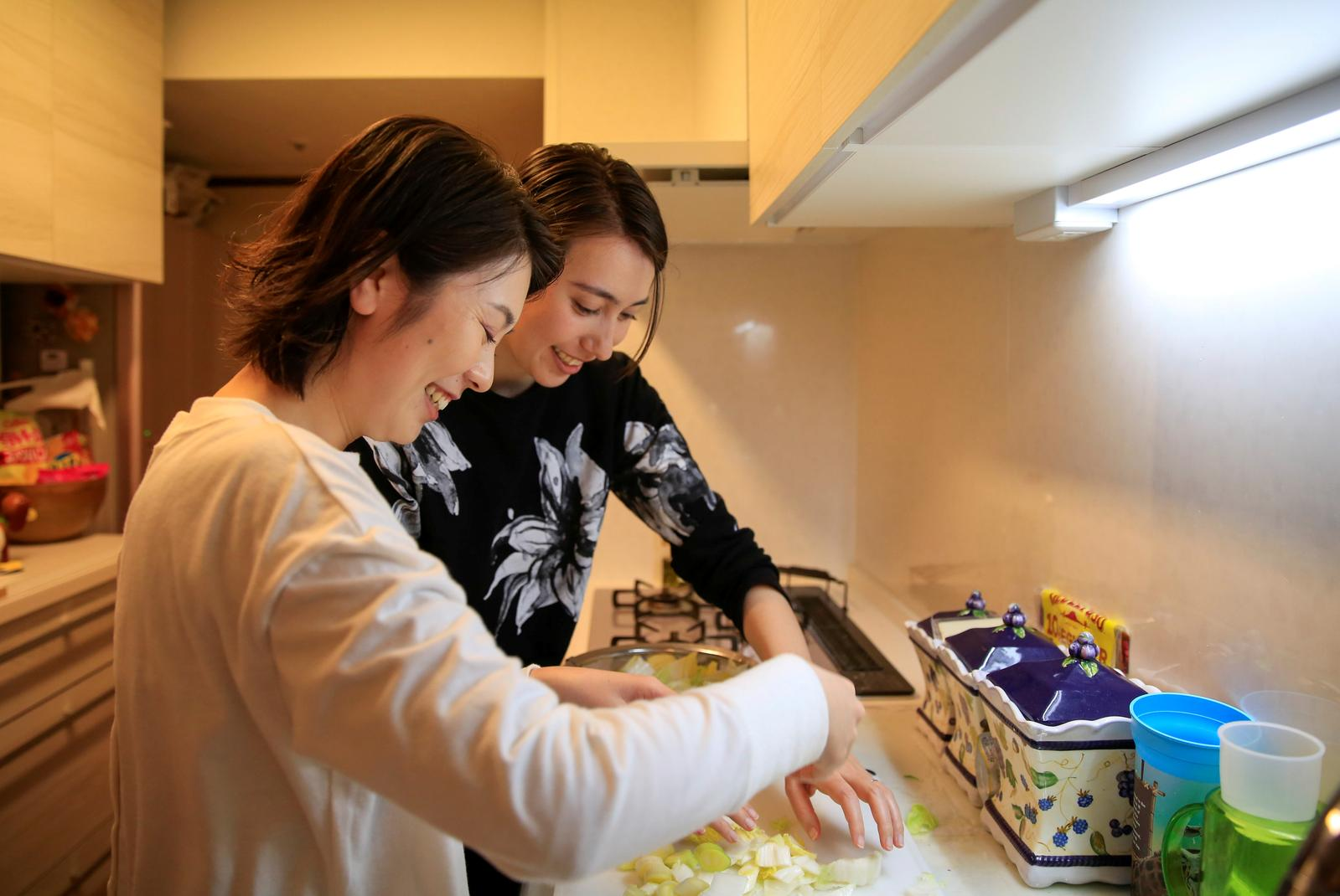 Lesbian couple Jenny and Narumi cook together at Jenny's parents' house in Tokyo, Japan, March 19, 2021. Photo: Reuters