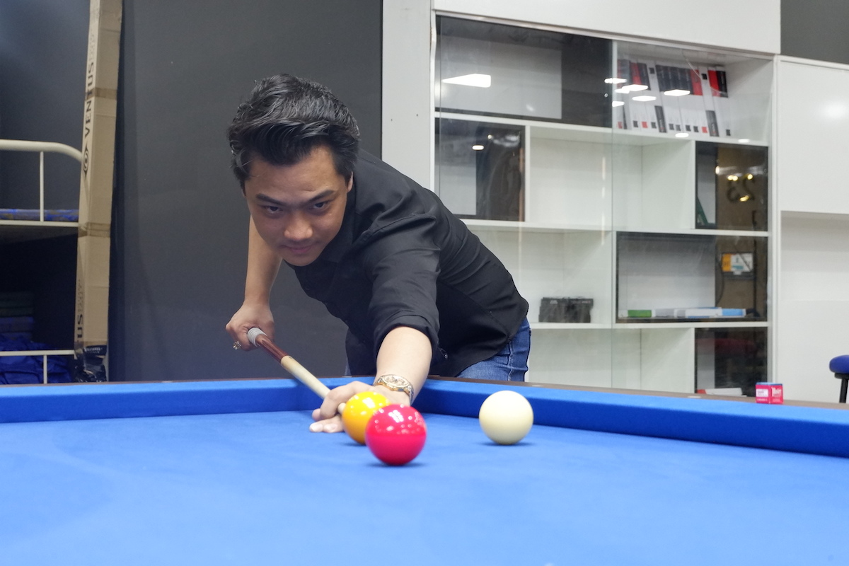 English teacher-turned-billiards trainer: Vietnamese man notches up success following his passion