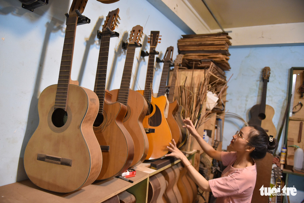 Thanh Tam arranges guitars. They receive orders for classic guitars, acoustic guitars and electric guitars which range from dozens of millions Vietnam dong based on the materials and customers' demands. Photo: Ngoc Phuong/Tuoi Tre