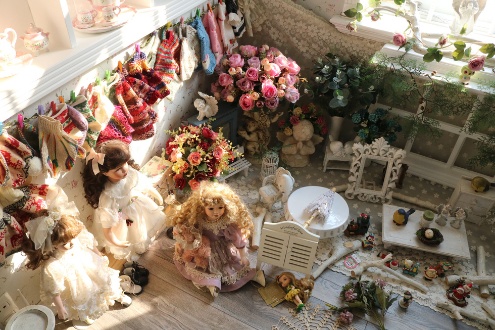 The dolls collected by Thanh and her husband for many years. Photo: Hoang An / Tuoi Tre
