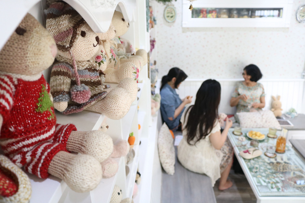 The living room of the house was designed to become a meeting point for visitors who share a love for handmade stuff. Photo: Hoang An / Tuoi Tre
