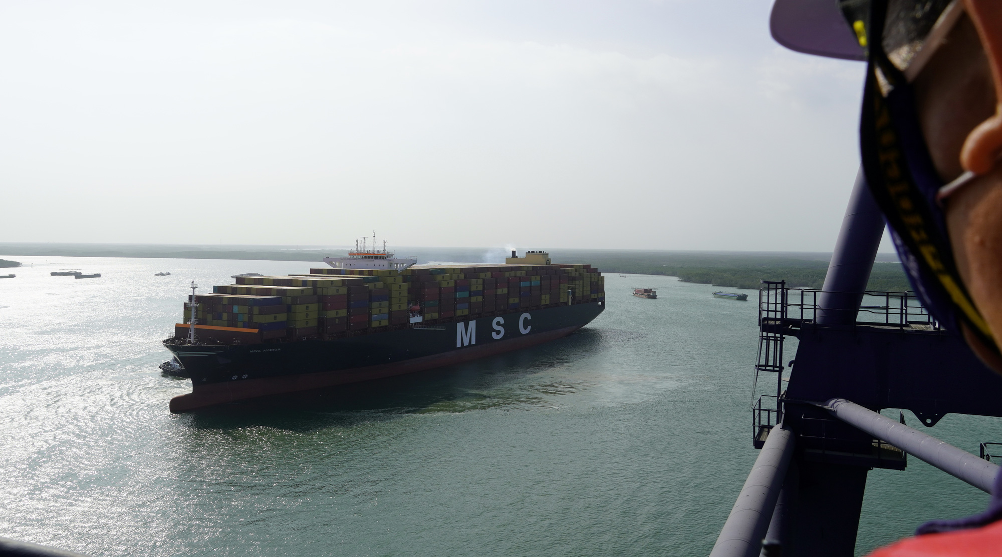 Int'l terminal in Vietnam province receives ship with largest container volume ever