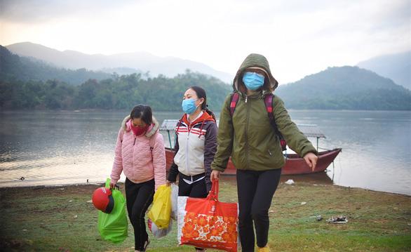 Life of teachers in isolated school in Vietnam