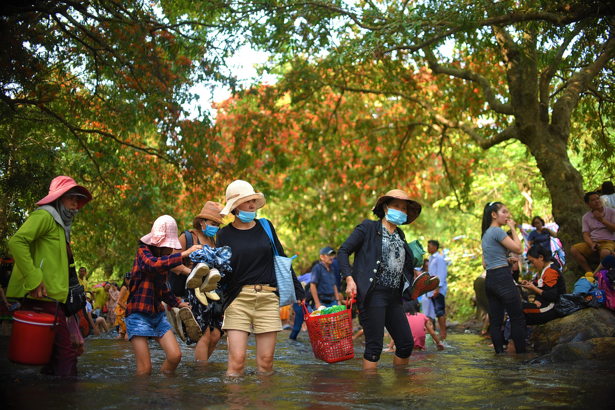 Visitors are seen at Ta Ma spring at Vinh Hiep Commune in Vinh Thanh District, Binh Dinh central province. Photo: Lam Thien / Tuoi Tre