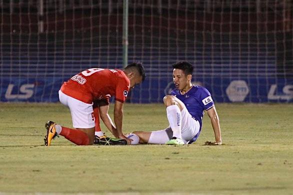 Footballer suspended until end-2021 for breaking opponent's leg in Vietnam league game