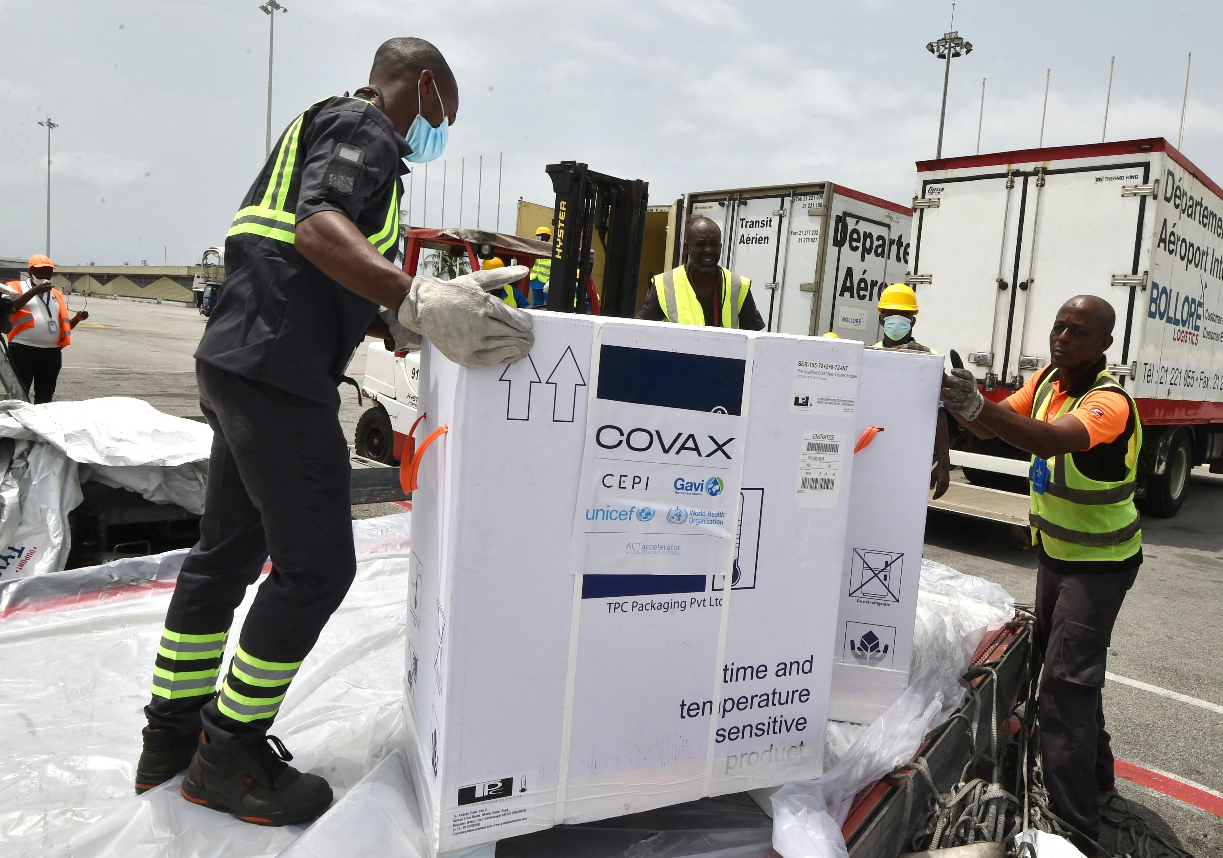 Workers offload AstraZeneca COVID-19 vaccine doses distributed through COVAX at Abidjan, Ivory Coast on February 26. - Photo: AFP