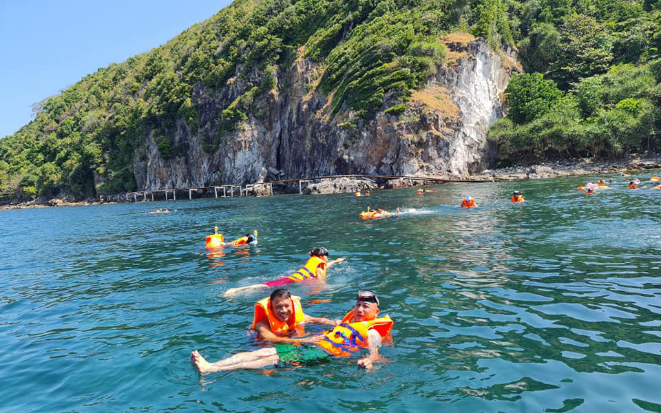 Visitors swim during a Hon Son - Nam Du - Phu Quoc Islands tour off Kien Giang Province, Vietnam, March 2021. Photo: Duc Hiep / Tuoi Tre