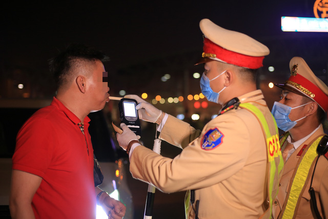 Vietnamese traffic police book over 5,700 DUI cases in less than 10 days