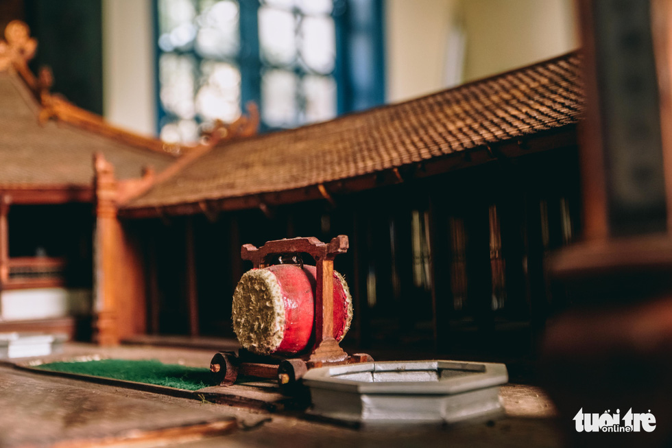 Details on the drum set in Phan Lac Hung's scale model of the Huu Bang Village's Communal House in Thach That District, Hanoi. Photo: Pham Tuan / Tuoi Tre