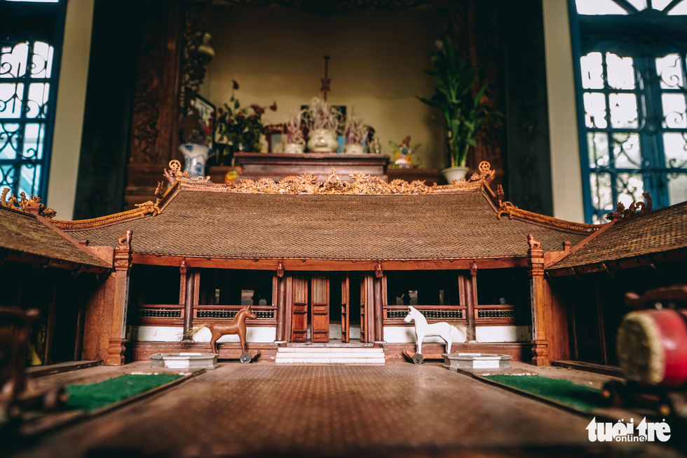 Phan Lac Hung's scale model of the Huu Bang Village's Communal House in Thach That District, Hanoi. Photo: Pham Tuan / Tuoi Tre