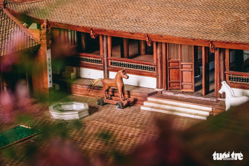 Details on the front yard in Phan Lac Hung's scale model of the Huu Bang Village's Communal House in Thach That District, Hanoi. Photo: Pham Tuan / Tuoi Tre