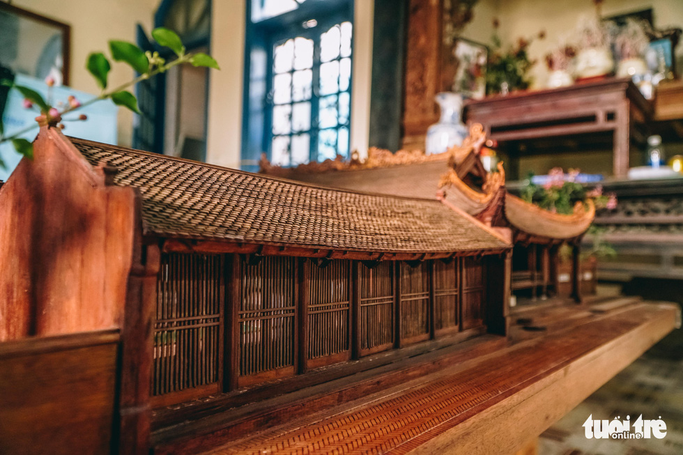 Details on the house in Phan Lac Hung's scale model of the Huu Bang Village's Communal House in Thach That District, Hanoi. Photo: Pham Tuan / Tuoi Tre