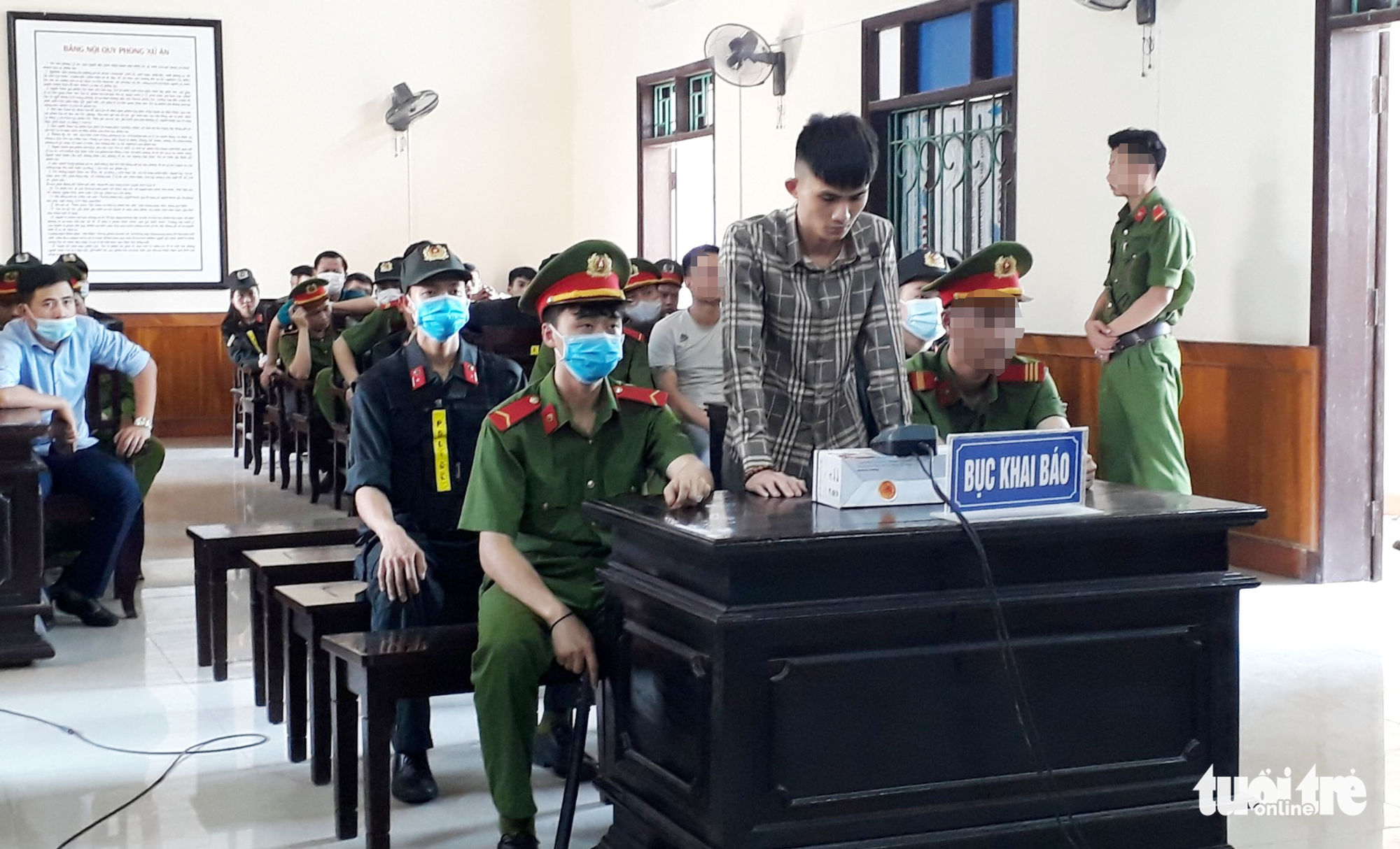 Two men sentenced to death for trading drugs in north-central Vietnamese provinces